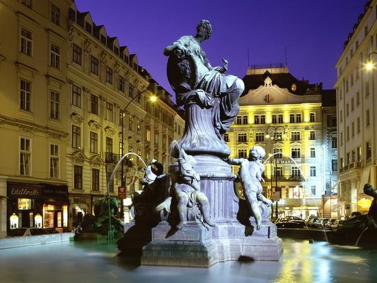 سفر مدعی تئوریسینی جریان انحرافی به اتریش + جوابیه
