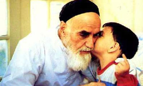 هرچه از عمر حضرت روحالله میگذشت، انقلابیتر میشد