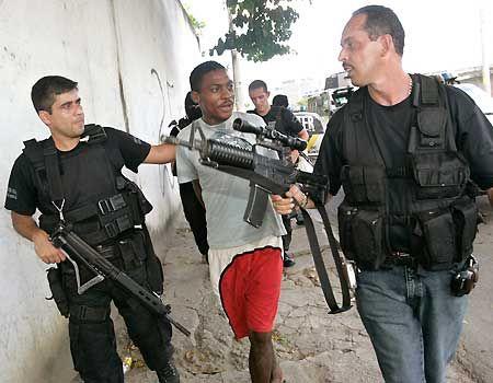 مرگ 18 نفر درتهران سیاه است یا قتل 28 هزار نفر در آمریکا!