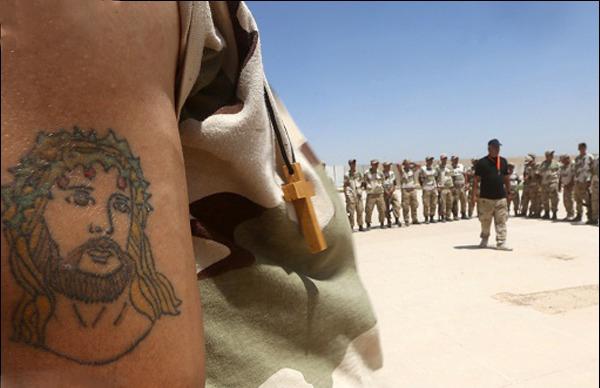 مسیحیانی که برای جنگ با داعش آموزش میبینند (+تصاویر)