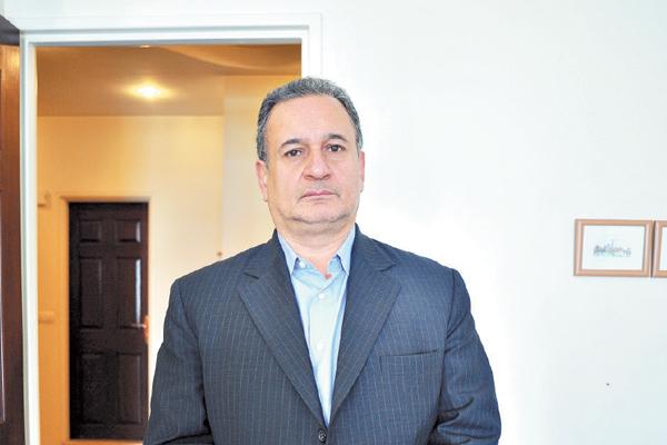 غلامحسین حسن تاش کارشناس انرژی در کانال تلگرام خود نوشت: آقای ظریف با کدام رفراندوم از طرف مردم زلزلهزده حرف میزنی؟
