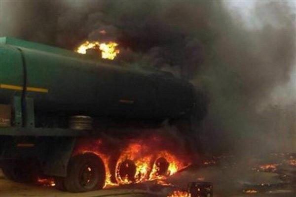 بیاحتیاطی تانکر حمل سوخت 2 کشته و 4 مجروح برجای گذاشت