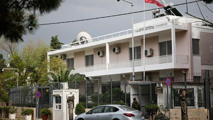 توسط سازمانیافته گروهکهای کرد ضدانقلاب در ادامه حملات اینبار به سفارت کشورمان در یونان حمله شد