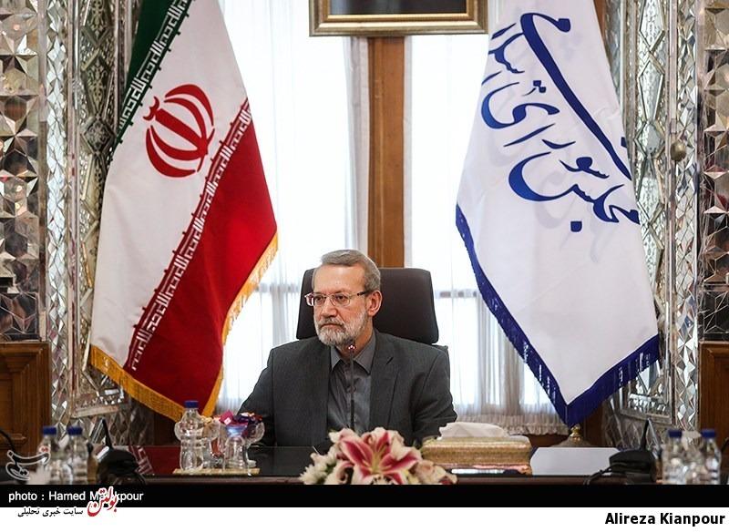 لاریجانی: در برابر فشار آمریکاییها مقاومت میکنیم