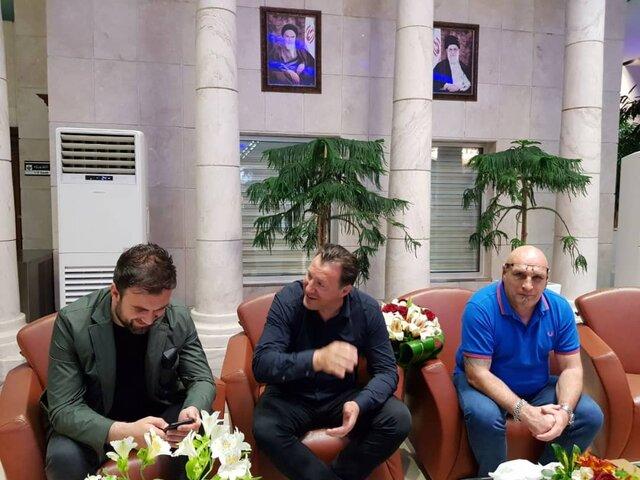 پس از امضای قرارداد سه ساله با فدراسیون فوتبال ویلموتس در تهران