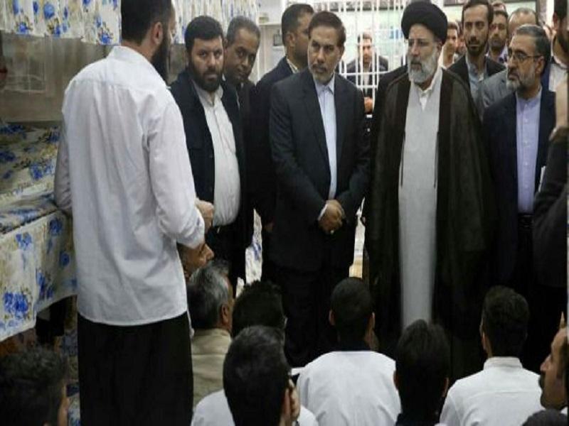ملاقات رودرو و بدون واسطه زندانی معروف ضد انقلاب، حبیب الله لطیفی با آیت الله رئیسی+ عکس