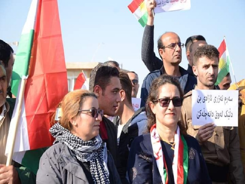 تجمع اعضای گروهکهای ضد انقلاب در اربیل عراق و توهین به مقدسات در حضور ماموران حکومت اقلیم+ تصاویر