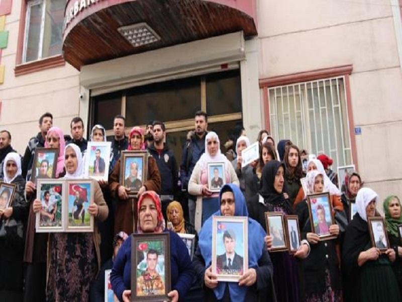 مادران ایرانی باز هم به تحصن خود ادامه دادند+ تصاویر