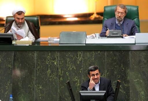 سکوت یا افشاگری؛ واکنش احمدی نژاد در قبال رد صلاحیت خود و تایید صلاحیت احتمالی لاریجانی چه خواهد بود؟!