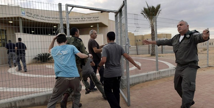 خبرنگار اسرائیلی: حماس 75% از ساکنان اسرائیل را مجبور کرد به پناهگاهها بروند