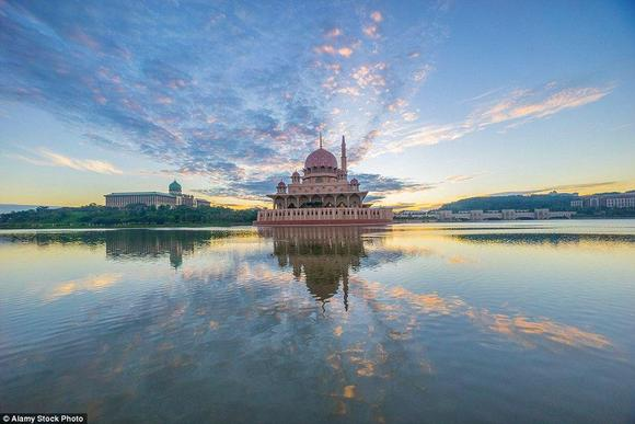 مسجد بوترا في ماليزيا