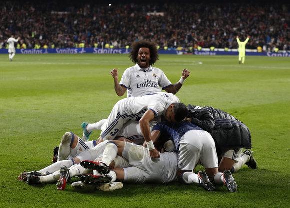 خوشحالی بازیکنان رئال پس از گل دقیقه 92 سرخیو راموس برابر دپورتیوولاکرونیا