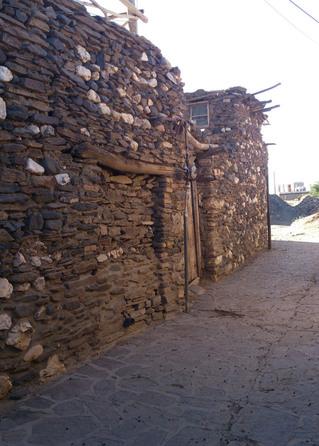 برای دسترسی به روستای ورکانه و به اصطلاح چشمه قلقل، ابتدا به همدان برسید و از اونجا به سمت جاده همدان ، ملاير برید. بعد از خروج از شهر و در 5 کیلومتری جاده در سمت راست، تابلوی به سمت