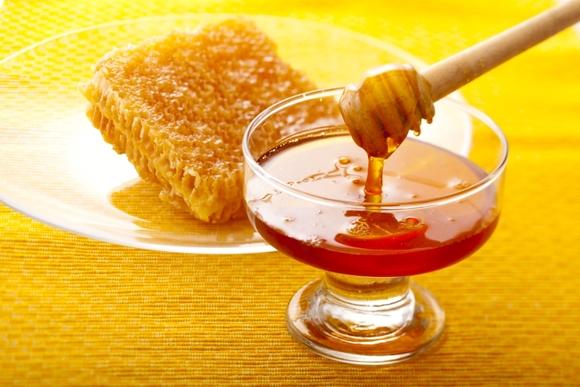 طعم عسل جنوب با عسلهای کوهستان کاملا متفاوت است. چراکه طبیعت این دو ناحیه را نمی توان با هم مقایسه کرد. اگر در قالب تورکیش به جنوب سفر کرده اید لازم است که طعم این عسلهای متفاوت را بچشید و به عنوان سوغات مقداری از آن را خریداری کرده و از عطر و مزهی ناب ان لذت ببرید.