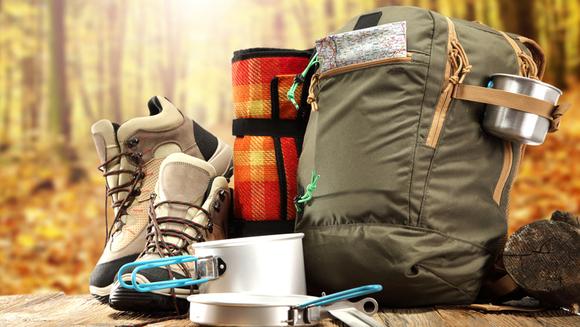 گروهي از وسائل و تجهيزات ضروري را در طول تور طبيعت گردي خود مد نظر قرار دهيد. به همراه داشتن اين وسائل پروسهي سفر شما را راحتتر خواهد كرد. وسائلي كه لازم است در طول تور مسافرتي خود به همراه داشته باشيد به شرح زير است:  کیسه خواب: کیسه خواب باید سبک نرم باشد و درعین حال دمایی مناسب با هر شرایط آب و هوایی را داشته باشد. کیسه خوابهای دو نفره گزينههای مناسبی برای اقامت در طبيعت هستند.  بالشت سفری مي توانيد با اين بالشتها خوابي راحت و بي دغدغه را در طبيعت تجربه كنيد.  سرویس خوراک پزی یکی از مهمترین وسایل در طول چادرزدن بردن حتمی سرویس خوراک پزی است که باید از بهترین و در عین حال سبکترین جنس موجود استفاده کنید حتما از مقاومت این ظروف در برابر اتش مستقیم قبل از خرید مطمئن شوید  کتری و قوری برای راحتی کار خود میتوانید از یک فلاکس سفری نیز به عنوان قوری استفاده کنید. اما بردن کتری کاملا ضروری است وسیله ای برای درست کردن چای و جوشاندن آب در چادر به شما خیلی کمک میکند  کیسه یخ و گاز پیکنیکی کوچک سفری برپا كردن آتش در تمامي نقاط و فصول ممكن نيست. بنابراين حتما یک گاز کوچک پیکنیکی با خود به همراه داشته باشيد. در صورت امکان سعی کنید کیسههای مخصوص یخ نیز همراه خود داشته باشيد.  چراغ قوههای خورشیدی چراغ قوه یکی از وسایل ضروری در چادر زدن محسوب میشود. بهتر است چند چراغ قوه مخصوص خورشیدی، معمولی و شارژي را همراه خود حمل كنيد.  چاقوهای چندکاره قبل از خرید از کیفیت بالای این چاقوها اطمینان حاصل کنید.  جعبه کمک های اولیه مهمترین نكته در هر سفر به همراه داشتن يك جعبهي كمك هاي اوليهي مجهز است.    از لباس های گرم و راحت در طول سفر استفاده کنید. دماي شب در طبیعت با دماي روز کاملا متفاوت است بنابراين بردن با به همراه داشتن لباس گرم و تجهيزات گرمايشي تور مسافرتي فوق العاده اي را در طبيعت سپري كنيد.