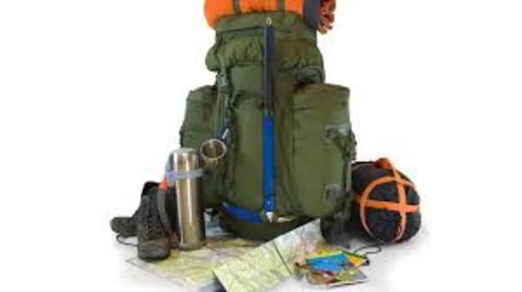 کوله پشتی که برای این سفر انتخاب میکنید باید کاملا استاندارد باشد. کولههایی سبک، ضد آب و درعين راحت را انتخاب كنيد. حمل و نقل اين كوله بايد براي شما ساده و آسان باشد. و در آخر فراموش نکنید که یک پاور بانک برای شارژ وسایل برقی خود به همراه داشته باشید. جوراب های گرم و اسپیکر را در ليست تجهيزات سفر خود بگنجانيد.